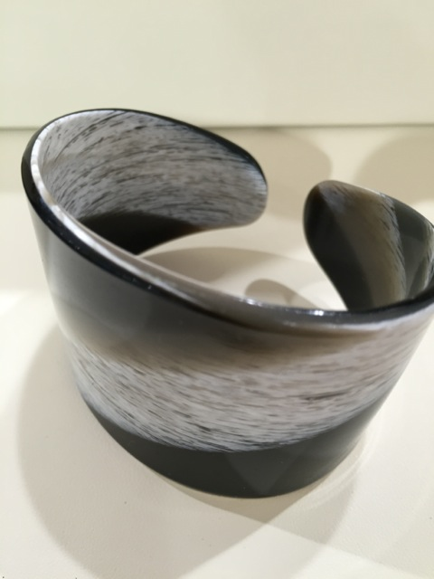 Bracelet souple large corne